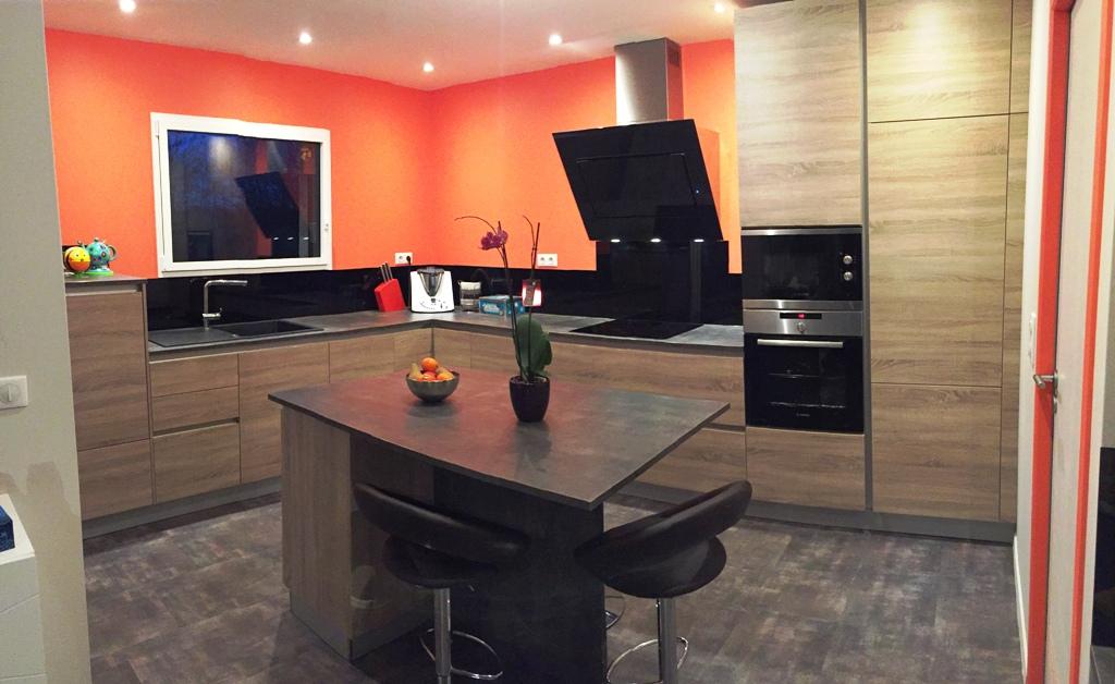 3 nouvelles cuisines autour de rodez - Comment coller une credence en verre ...